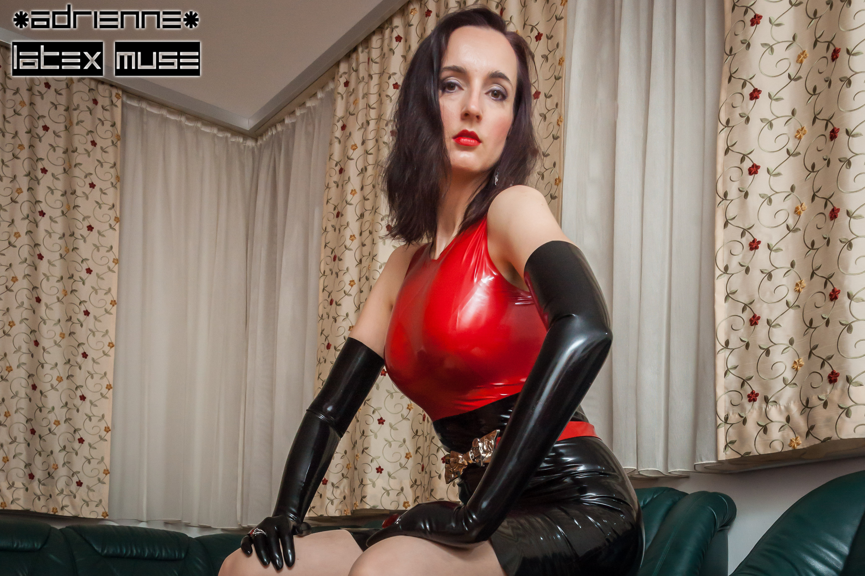 2017 - Latex lady with red ring